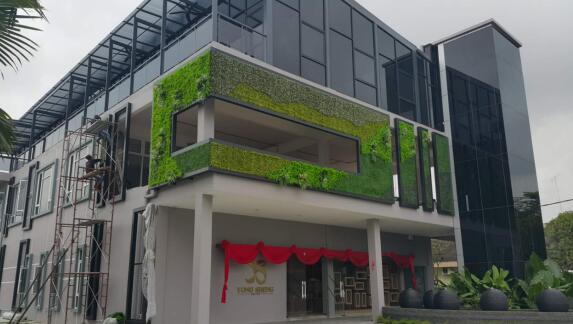 artificial-green-wall-for-hotel.jpg