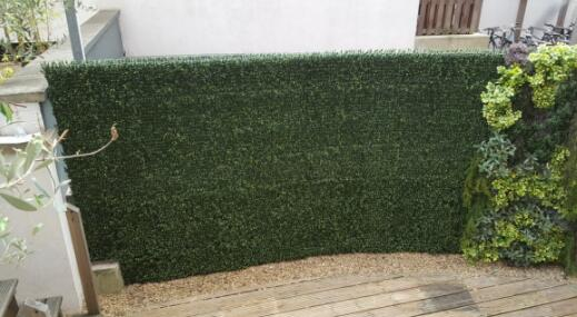 artificial-boxwood-hedges-for-private-fences-building