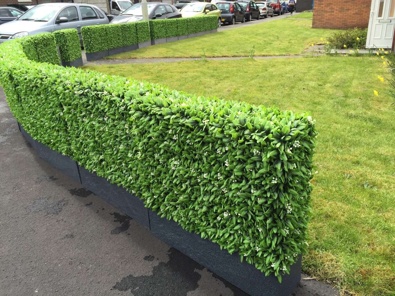decorative-fence-ideas-by-artificial-hedge-planter