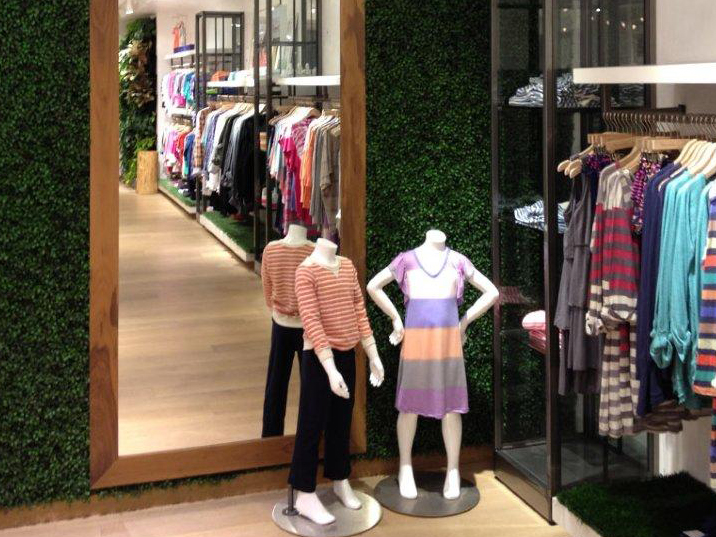 Artificial hedges for shopwindow decor